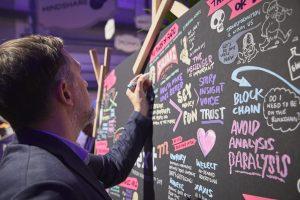 Stephan Lomp bei einer Visualsierung - Mediacom NextM Event 2019